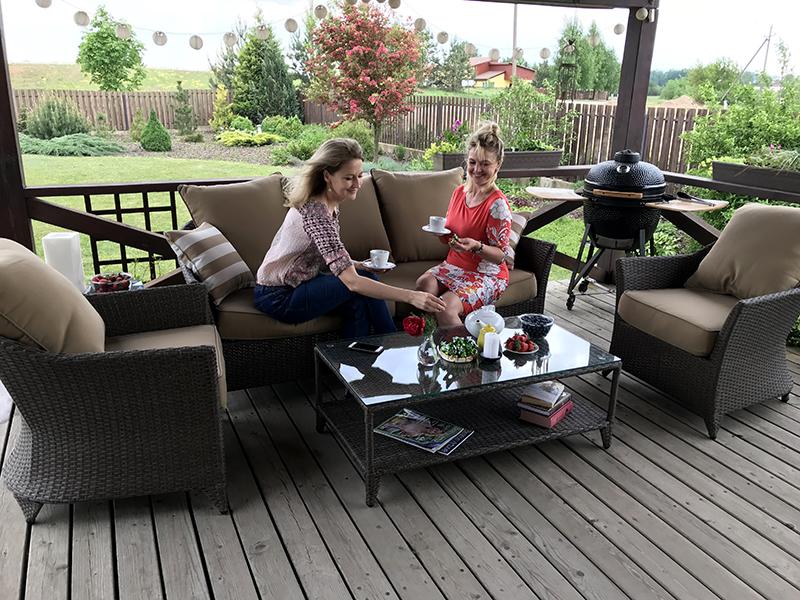 lauko baldai, terasa, laikas lauke, jaukus namai