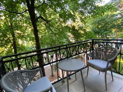 balkono baldai svelnumas, lauko foteliai